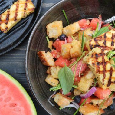 Salade van watermeloen met halloumi
